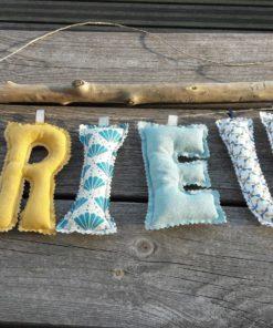 guirlande prénom avec lettres en tissu Brieug