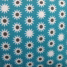 tissu fond bleu avec fleur blanche et grise