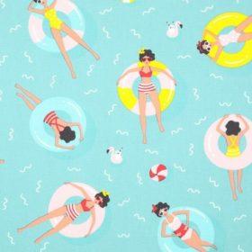 tissu femme sur bouées en mer