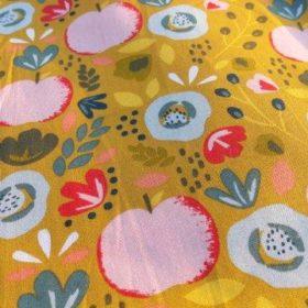 Tissu en coton motif pommes fleurs