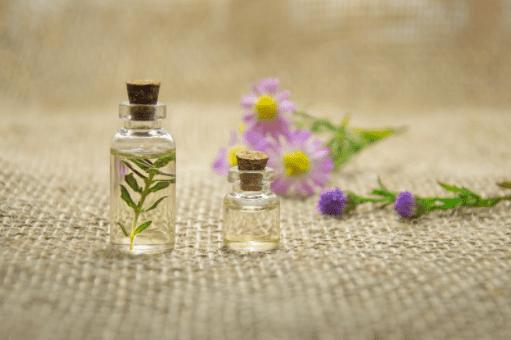 flacon d'huile essentielle bien être et naturel