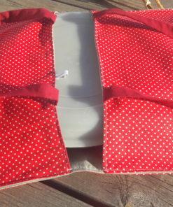 sac à tarte au motif rouge et poids blanc