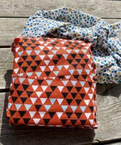 emballage furoshiki en tissu motif rouge et bleu à poids