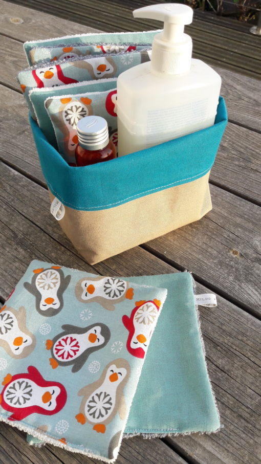 panier de rangements avec produits et lingettes nettoyantes pour vos enfants