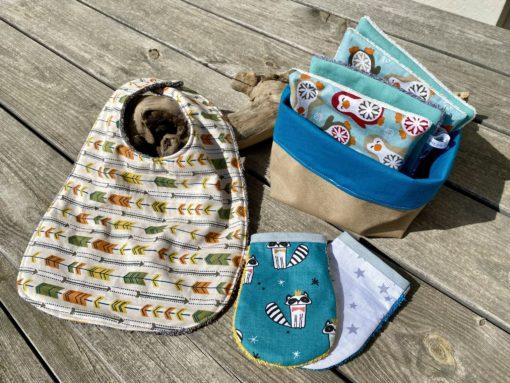 lot de naissance avec des accessoires zéro déchet et écologique