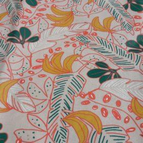 tissu avec des motifs naturels à plume et fleurs